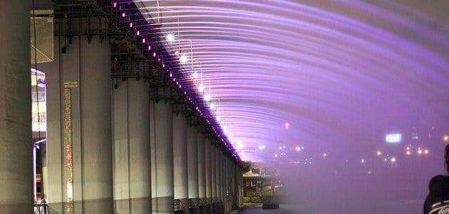 Banpo Bridge: The double-decker rainbow water bridge