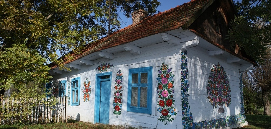 Zalipie: The Polish village that's covered in flowers