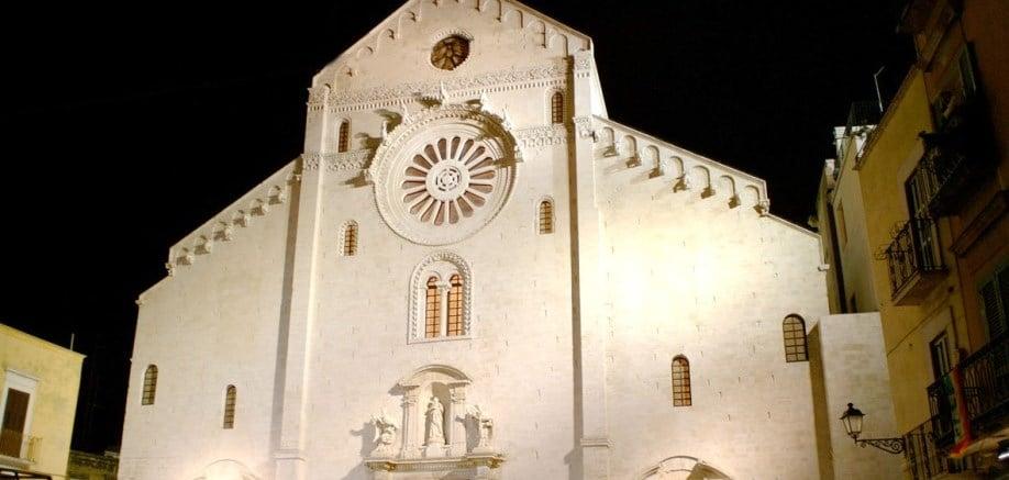 Bari Cathedral: Midsummer's window