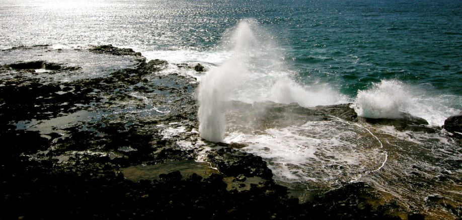 Spouting Horn: The hole with a giant lizard trapped in it