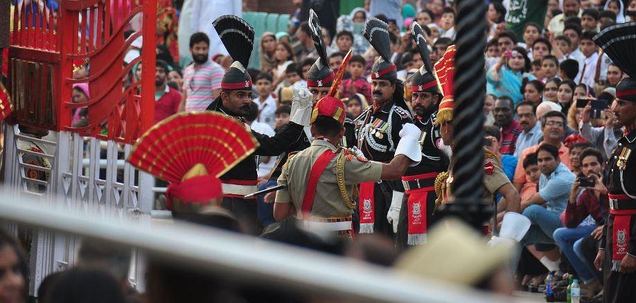 Pakistan and India's Wagah border closing ceremony